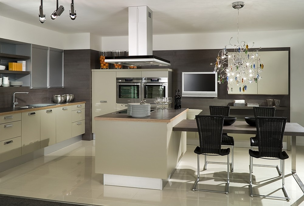 best moderne k chen mit insel contemporary house design ideas. Black Bedroom Furniture Sets. Home Design Ideas