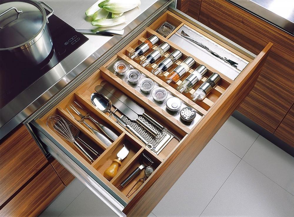 Auszug in teak mit besteckeinteilung und gew rzorganisation - Interiores de cajones de cocina ...