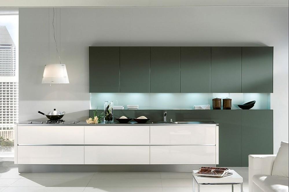 inselk che in graugr n und hochglanz wei. Black Bedroom Furniture Sets. Home Design Ideas