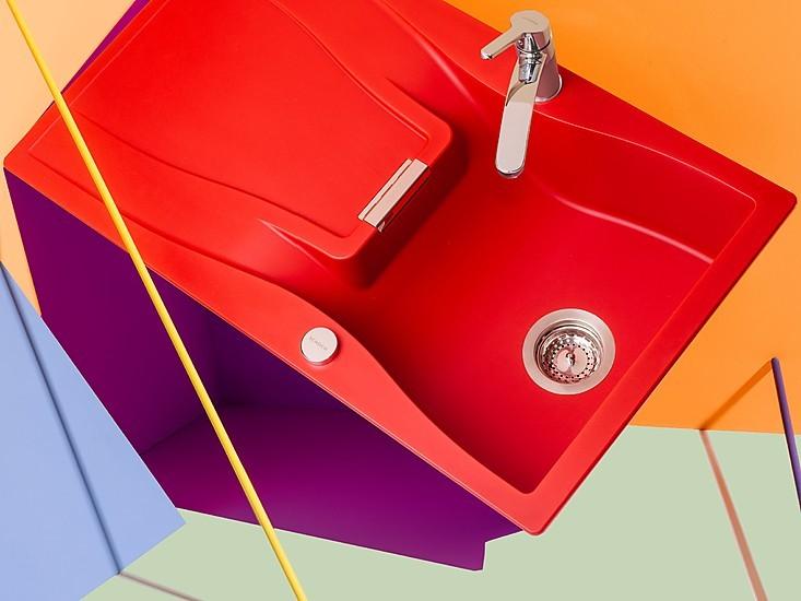 Eine Bunte Spüle In Der Küche Ist Möglich Dank Granitverbindungen, Denen  Beim Anmischen Jede Farbe