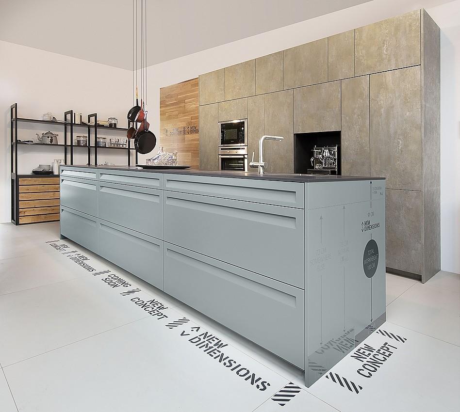 Moderne Inselküche Leaf Concreto und Leaf Euca Caramel