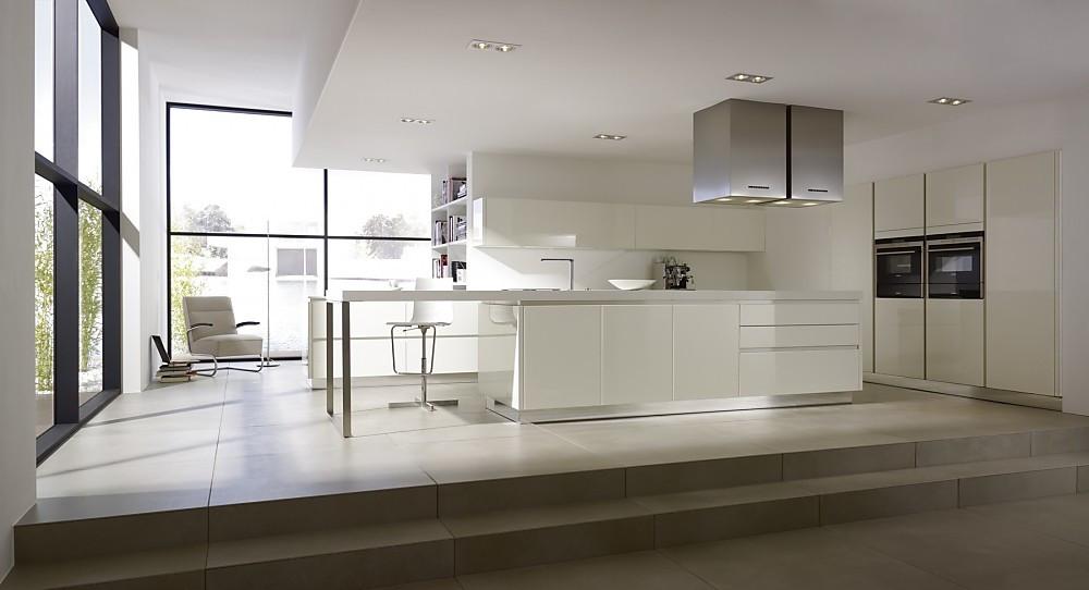 Grifflose Küche yline weiß