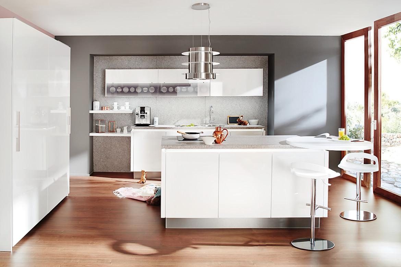 Inselküche in Weiß