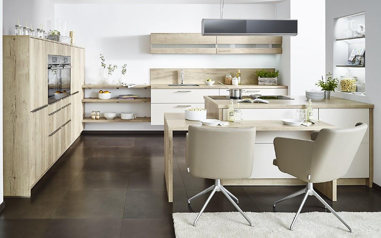 offene k che mit sitzgelegenheit und viel wohncharakter. Black Bedroom Furniture Sets. Home Design Ideas
