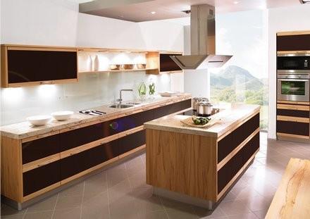 Holzküchen-Stile: Landhaus bis Design - Die Holzküche bei KüchenAtlas