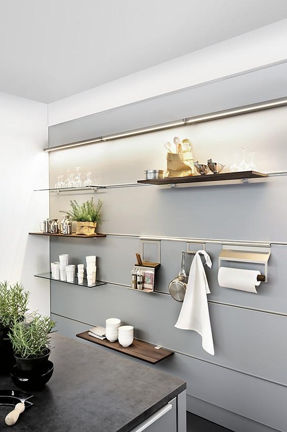 planungsdetail funktionales und wohnliches paneelwandsystem. Black Bedroom Furniture Sets. Home Design Ideas