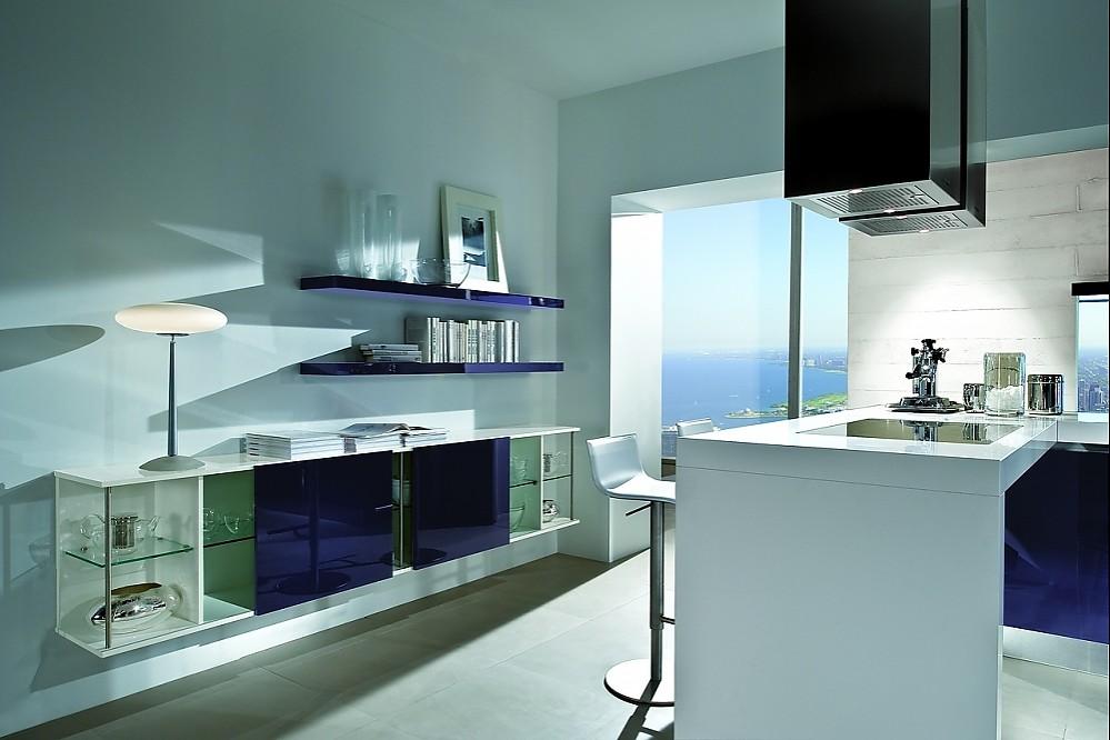 k che mit theke und schwebendem sideboard in brombeere und wei. Black Bedroom Furniture Sets. Home Design Ideas