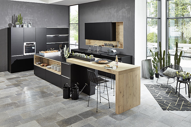 lackk che in mattschwarz mit holztheke. Black Bedroom Furniture Sets. Home Design Ideas