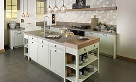 Gemütliche und moderne Landhausküche in L-Form