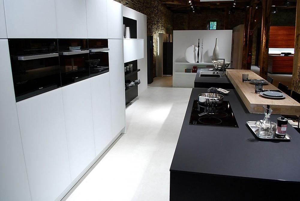 k chenzeile mit arbeitsblock und theke. Black Bedroom Furniture Sets. Home Design Ideas