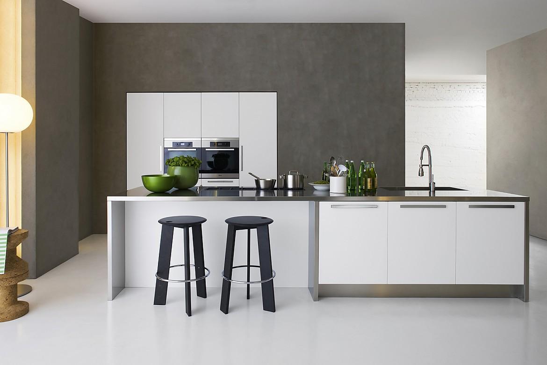 vela. Black Bedroom Furniture Sets. Home Design Ideas