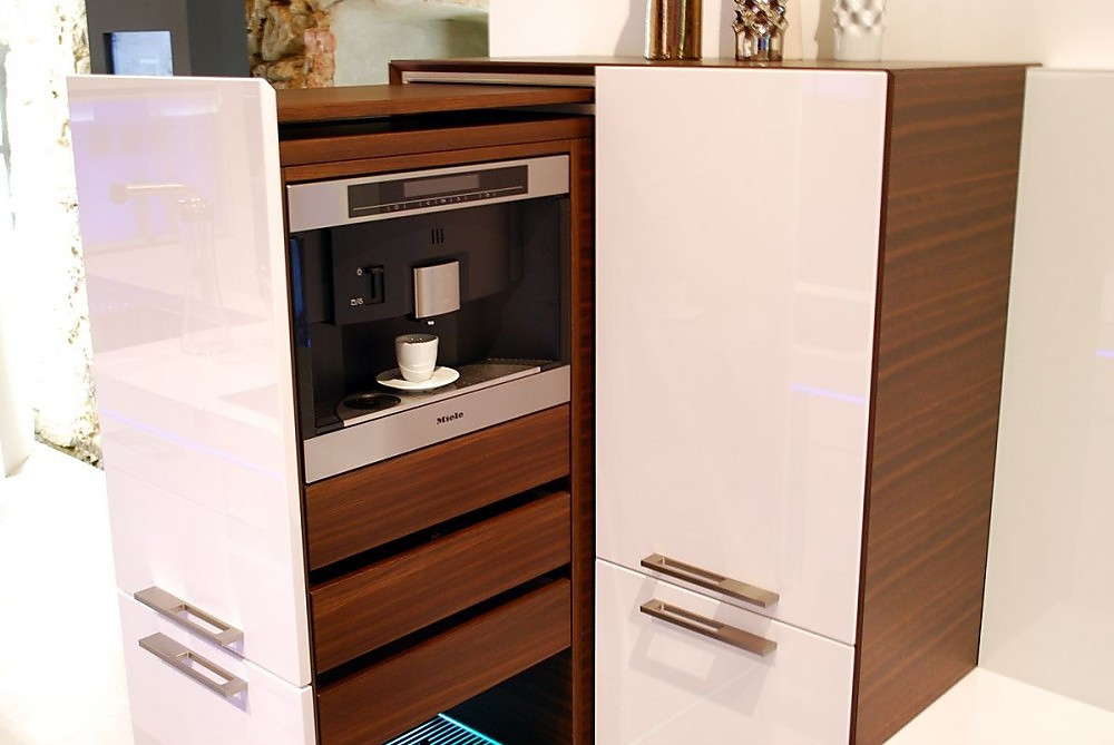 kaffeeautomat im auszugschrank. Black Bedroom Furniture Sets. Home Design Ideas