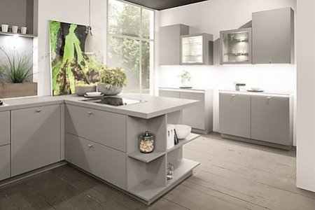Die Graue Küche liegt im Trend - wie diese von Rotpunkt aus ökologischem BioBoard.
