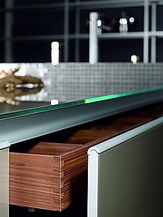 glasarbeitsplatten glas bei k chenatlas. Black Bedroom Furniture Sets. Home Design Ideas