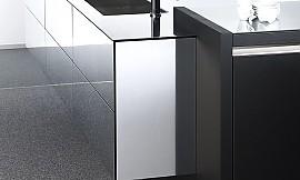 inselk che und hochschr nke aus furniertem ebenholz und hochglanzlack cam. Black Bedroom Furniture Sets. Home Design Ideas