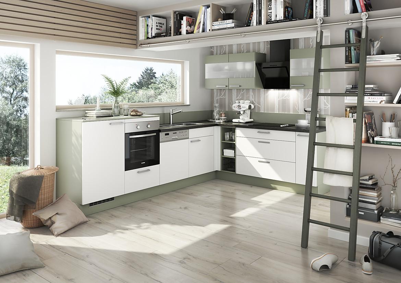 platzsparende planungsl sung einer k che in wei und gr n. Black Bedroom Furniture Sets. Home Design Ideas