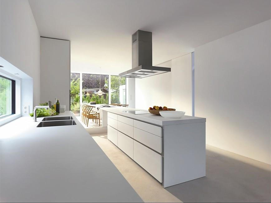 Grifflose Designküche b1 in Weiß mit Insel und Essplatz (bulthaup ...