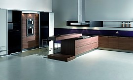 Küchen mit esstheke  L-Form Küche mit Hochschränken und Esstheke in Hochglanz Schwarz ...