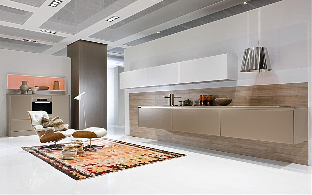 Attractive ... Die Schwebende Küche Besteht Neben Den Wandhängenden Oberschränken Nun  Auch Aus Hängenden Unterschränken.