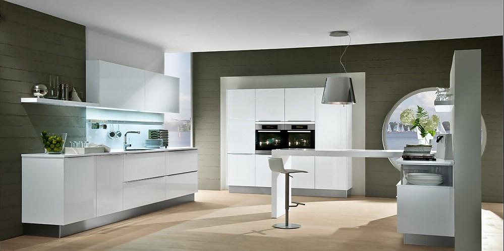 Küchenmodelle  Helles Küchenmodell im geradlinig puristischen Design
