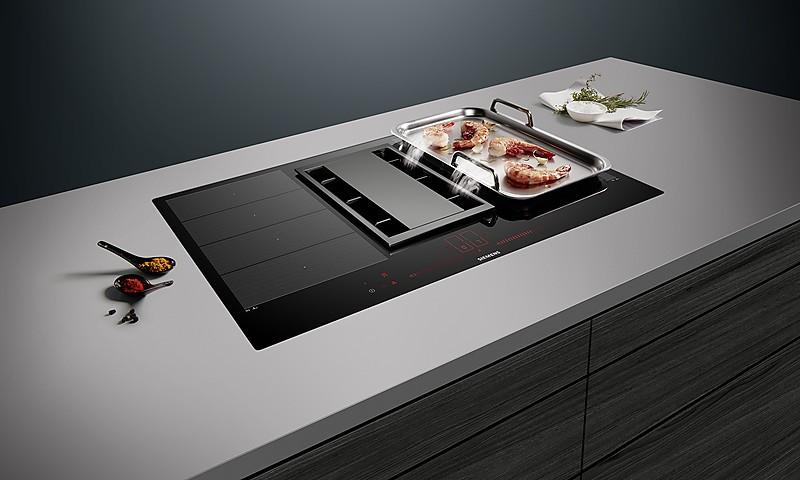 siemens inductionair kochfeld dunstabzug in einem ger t. Black Bedroom Furniture Sets. Home Design Ideas