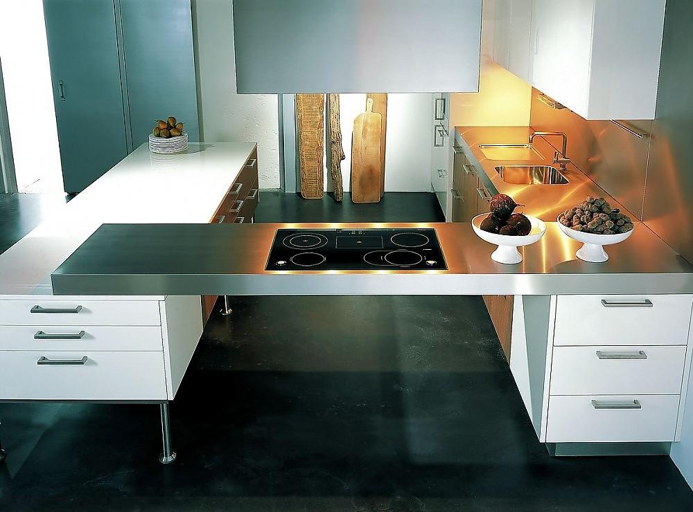 inselk che mit schwebender theke in hochglanzlack wei fineline furnier noce und edelstahl. Black Bedroom Furniture Sets. Home Design Ideas
