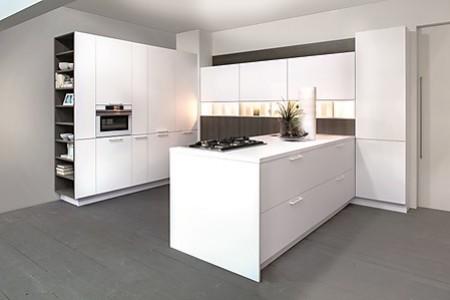 Eine Weiße Küche ist eine weitere Möglichkeit, die GreenLine aus BioBoard zu gestalten.