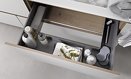 monaco in truffle grey hochglanz lackk che im landhausstil. Black Bedroom Furniture Sets. Home Design Ideas