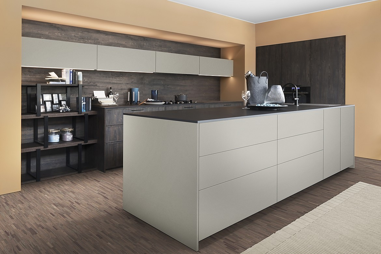 Moderne Kücheninsel in Grau