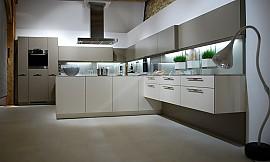 k chenzeile mit arbeitsinsel und theke. Black Bedroom Furniture Sets. Home Design Ideas