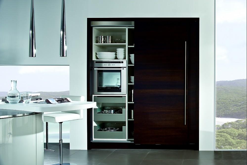 Küchen Schiebetüren hochschrank mit schiebetür in dunkelbraun