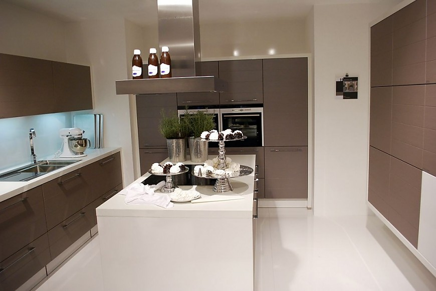 k che mit kochinsel und theke holz. Black Bedroom Furniture Sets. Home Design Ideas