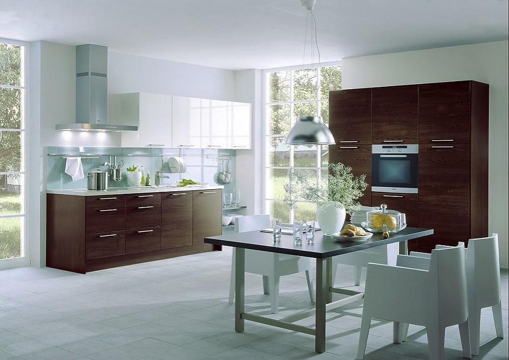k chenzeile und ger tehochschr nke aus dunklem holz und h ngeschr nke in hochglanz wei. Black Bedroom Furniture Sets. Home Design Ideas