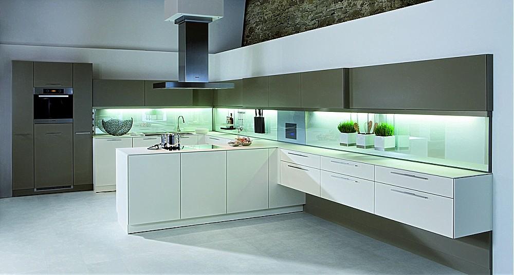 Einbauküchen u form holz  U-Küche weiß kombiniert mit dunklem Holz