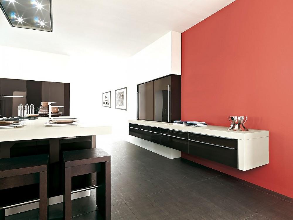 inselk che mit sideboard und oberschrank in hochglanz wei und sepiabraun. Black Bedroom Furniture Sets. Home Design Ideas