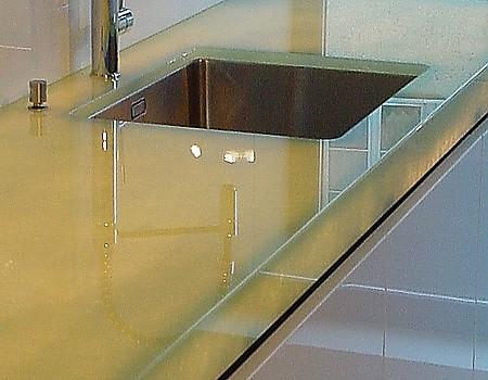 Arbeitsplatte aus Eisglas beleuchtet