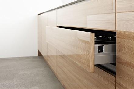 holzk chen stile landhaus bis design die holzk che bei k chenatlas. Black Bedroom Furniture Sets. Home Design Ideas