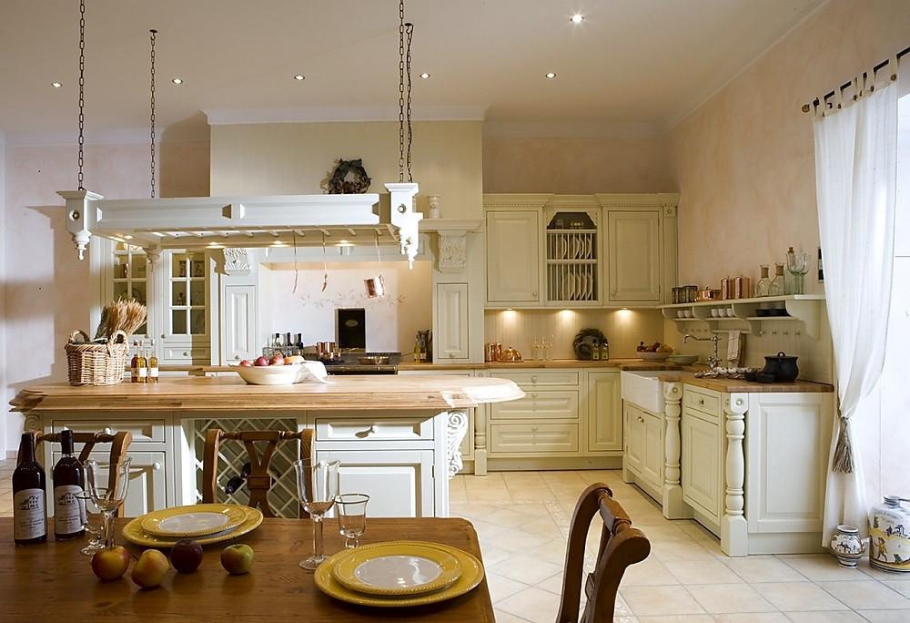 Englische Landhausküche Camebridge mit Insel in Creme