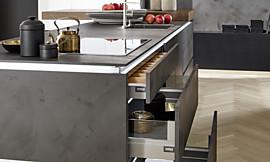 Gemütliche Sitzbank geplant aus Küchenschränken