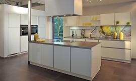 ... Grifflose Küche Mit In Die Wand Eingearbeiteten Geräteschränken  Zuordnung: Stil Moderne Küchen, Planungsart Küche ...