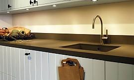 wei e schublade mir griffleisten aus aluminium. Black Bedroom Furniture Sets. Home Design Ideas