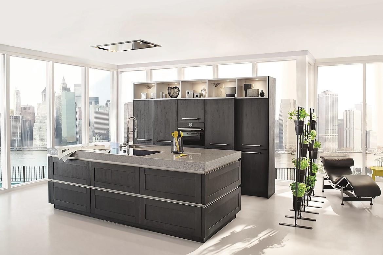 attraktive inselk che mit dunklen holzfronten. Black Bedroom Furniture Sets. Home Design Ideas