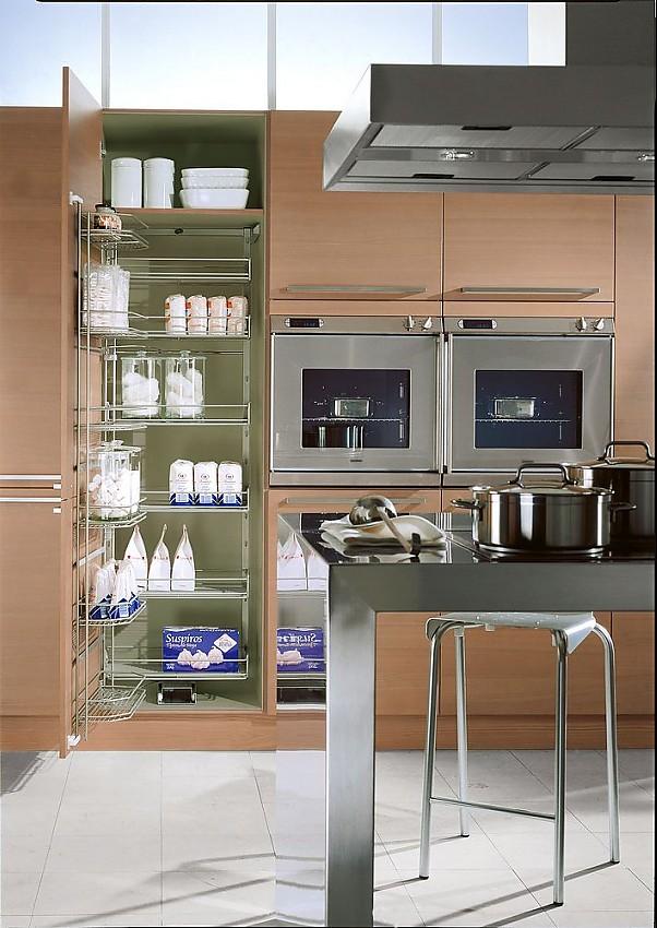Inselküche, Tandem und Gerätehochschrank in Silberkirsche und Edelstahl