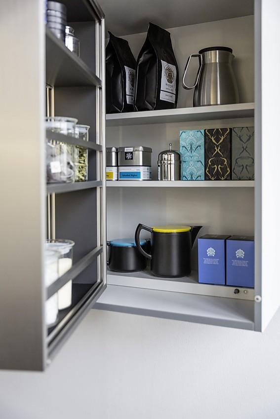 interior innenausstattung f r den h ngeschrank. Black Bedroom Furniture Sets. Home Design Ideas