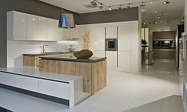 U küchen weiß  U-Küche weiß mit dunklem Holz